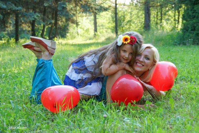 Семейная фотосессия в Харькове на природе с воздушными шариками
