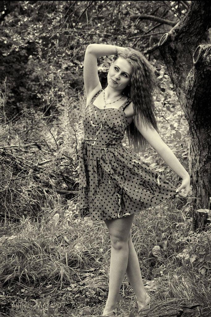 портретная фотография - девушка на природе