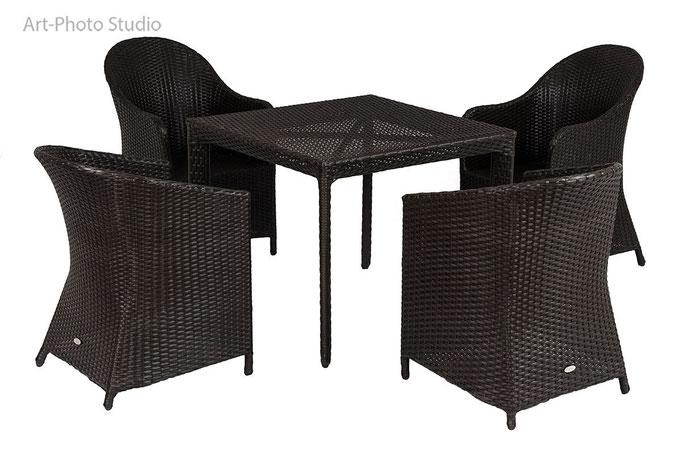 набор из плетеной мебели - стулья и стол