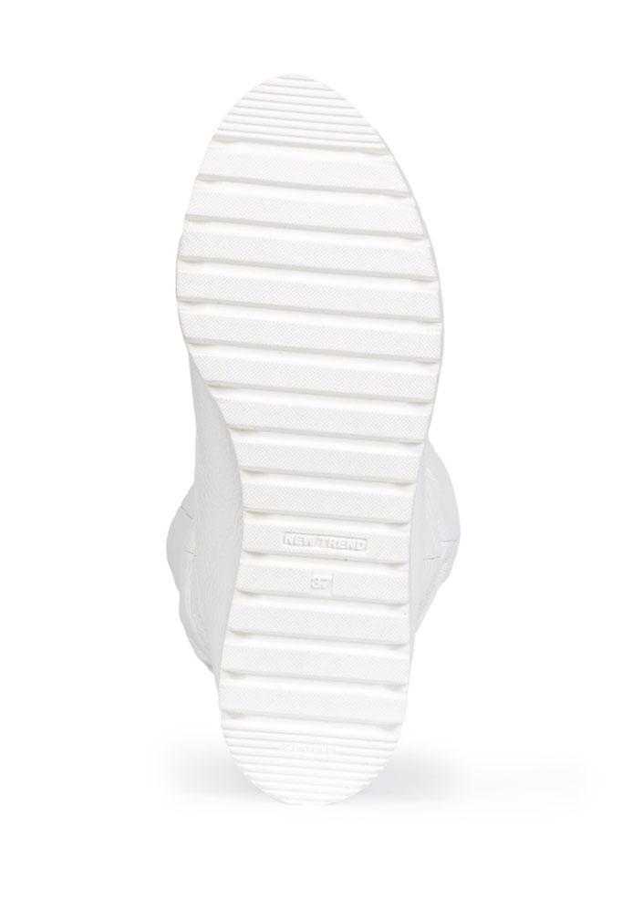 фотография белого женского сапога для каталога
