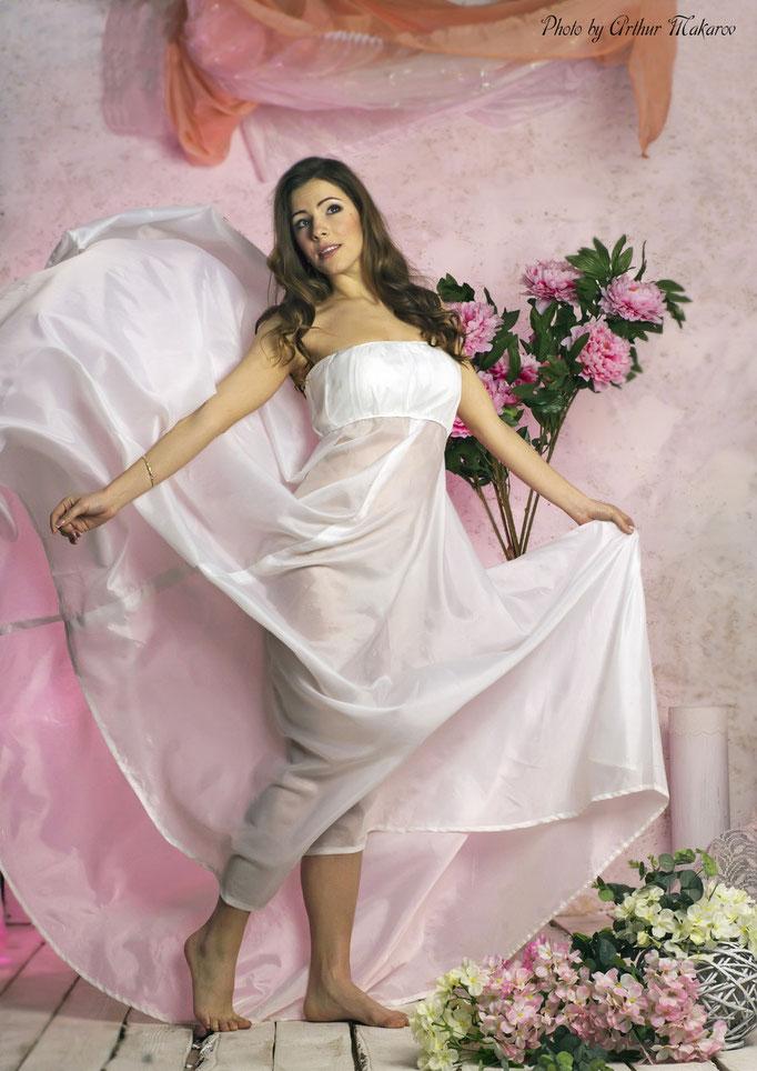 фотосессии в Харькове - портрет девушки в легком белом платье