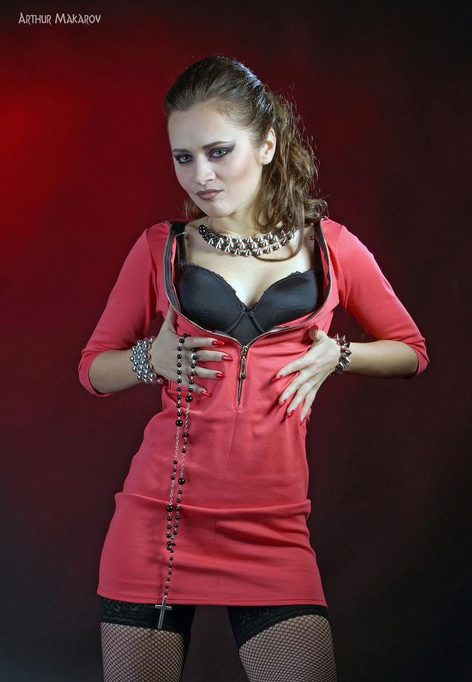 фотосессии в Харькове - портрет девушки в красном платье