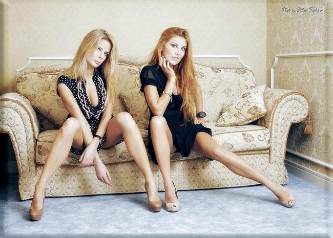 гламурная фотосессия двух девушек в пастельных тонах