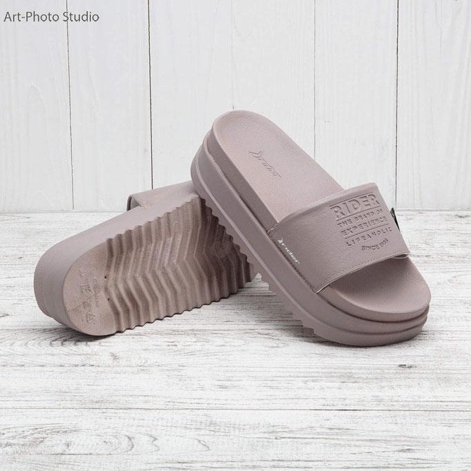 каталожная съемка обуви на фактурном фоне