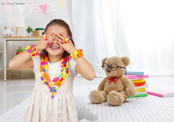 реклама детских украшений на модели - фото для Амазон