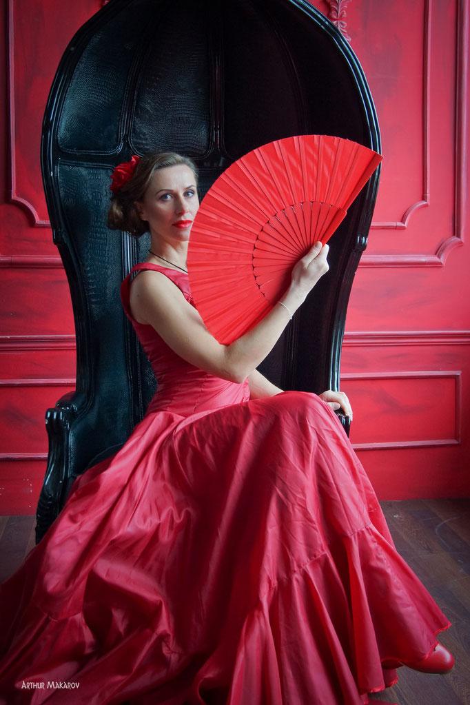фото в студии Харькова -  портрет  женщины с веером