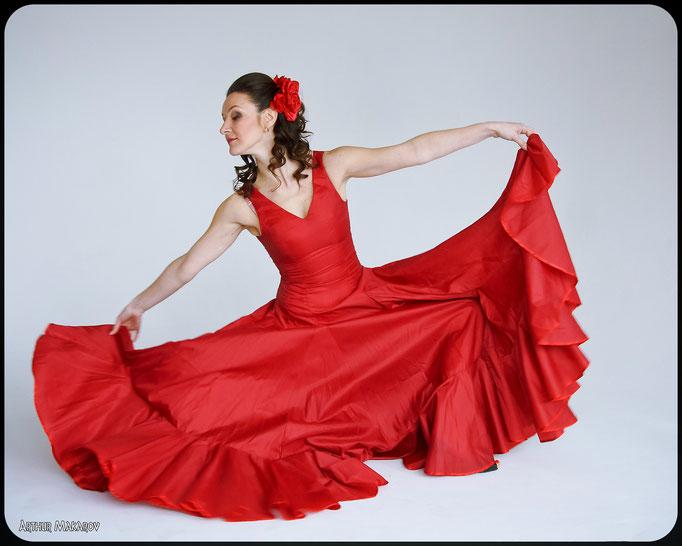 фотосессии в студии в Харькове - женский портрет  в танце