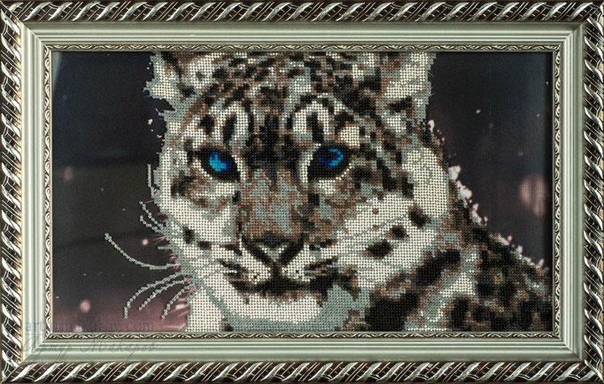фотография картины, вышитой бисером