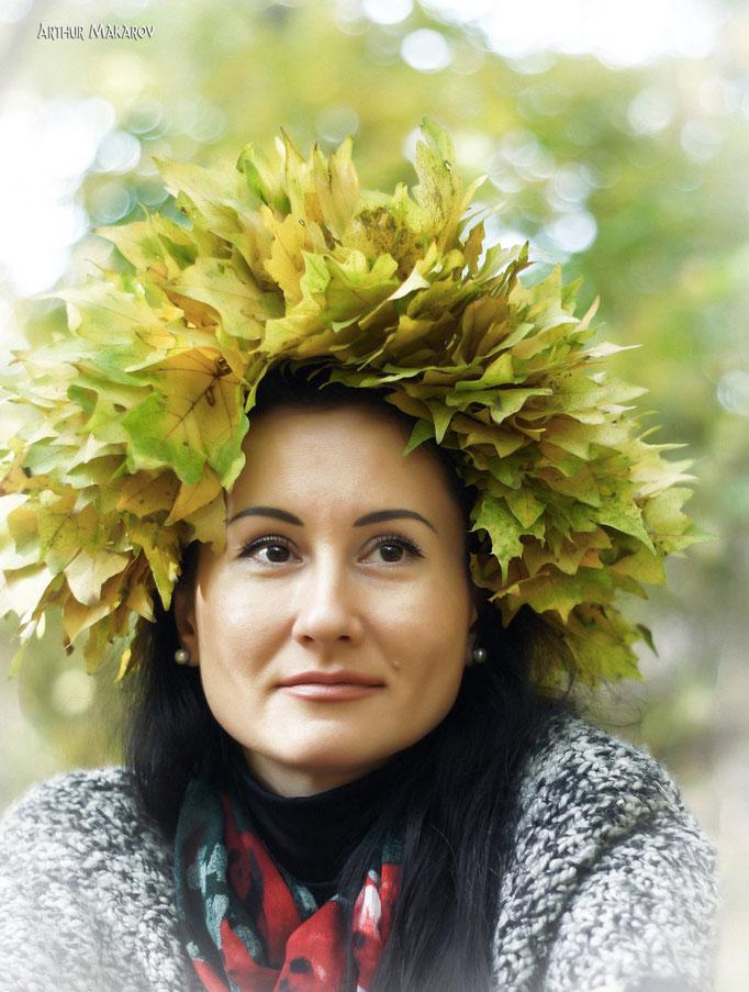 Фотопортрет с венком из листьев
