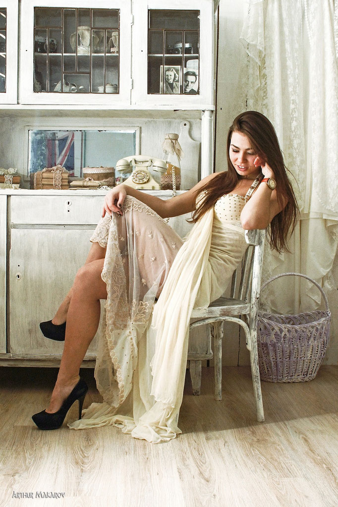 студийные фотосессии в Харькове - портрет девушки в интерьере