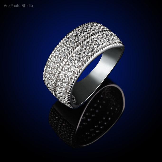 фотография серебряного кольца