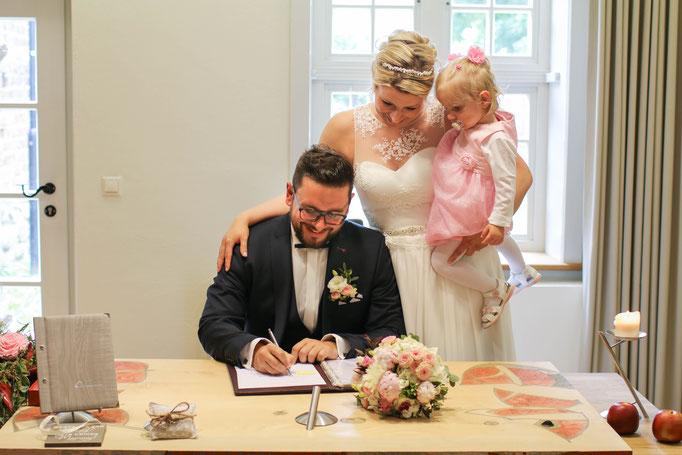 Hochzeiten| Hendrikje Richert Fotografie| Standesamt Neurbandenburg, Tochter