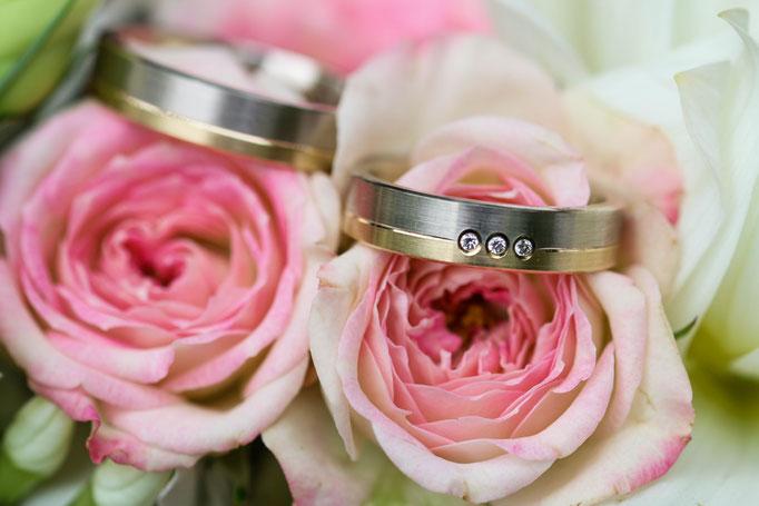 Hochzeiten| Hendrikje Richert Fotografie| Eheringe, Detailfoto, Hochzeitsstrauß