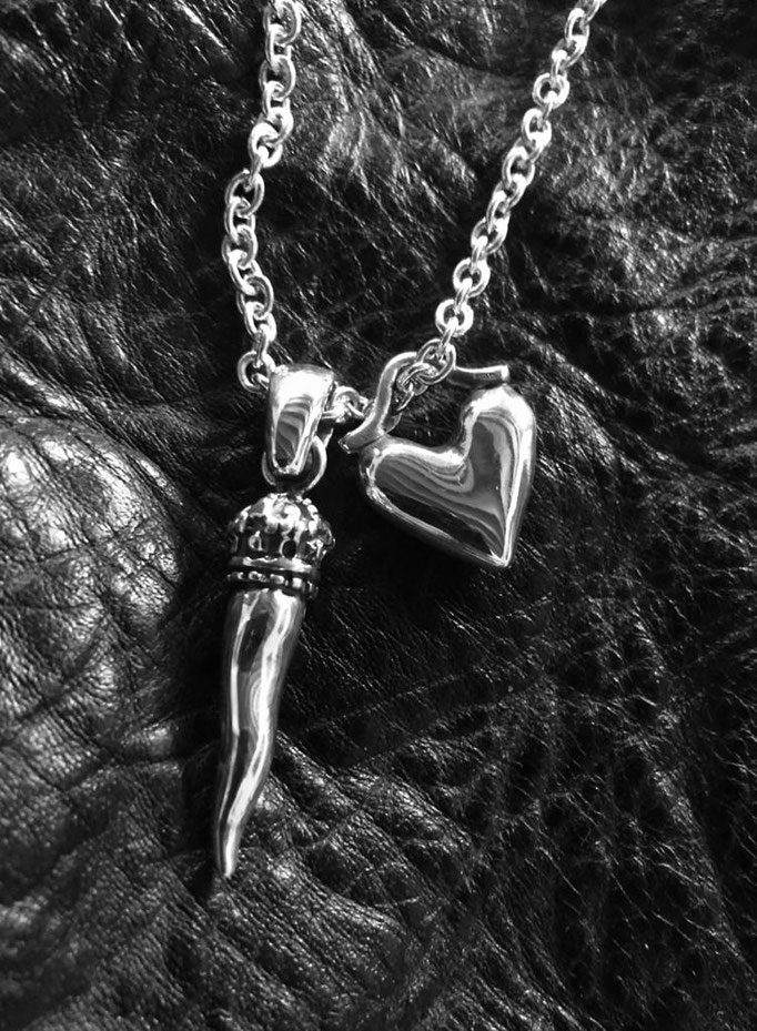 King Lucky Horn & Puffy Heart Necklace