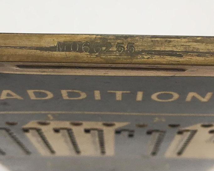 Número de serie del ábaco de ranuras ADIATOR Sterling-gross