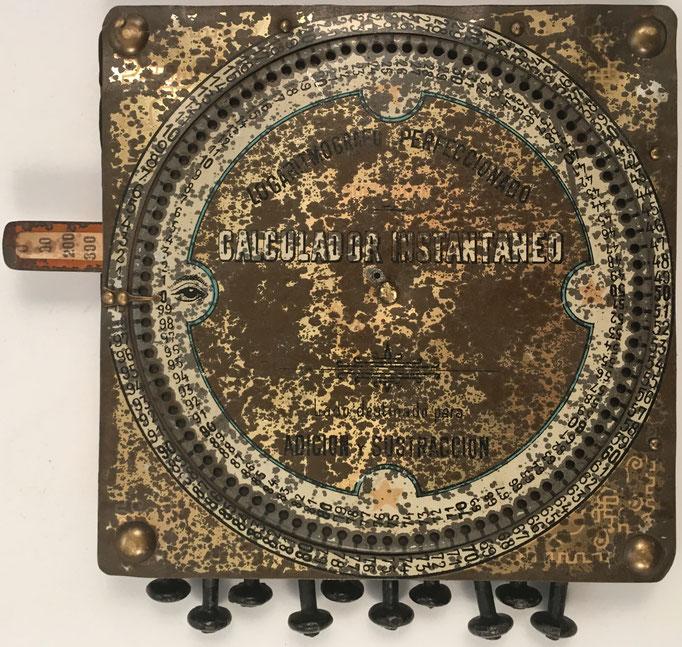 Logaritmógrafo SOURDILLE, lado destinado para suma y resta con sumadora circular, hecho en Argentina hacia 1860, 14.5x13x1.5 cm