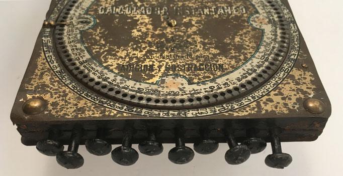 Logaritmógrafo SOURDILLE, lado sumadora con vista lateral de los rodillos