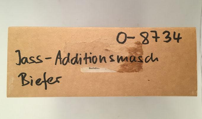 Anotación en la tapa de la caja donde está alojado