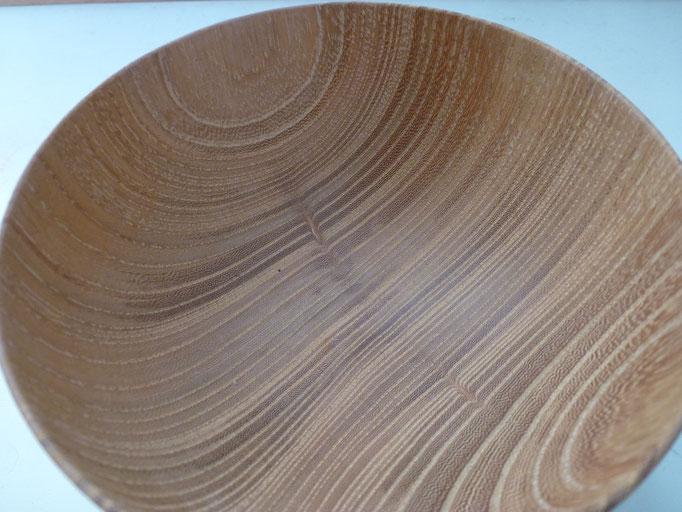 枝節(えだぶし)枝が成長する方向に周りの繊維も引っ張られて出来る木目です。