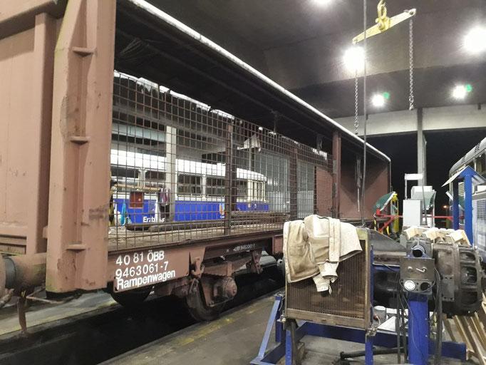 Das Brennholz wird absofort in einem Rampenwagen gelagert, dazu musste eine dementsprechende Konstruktion angefertigt werden