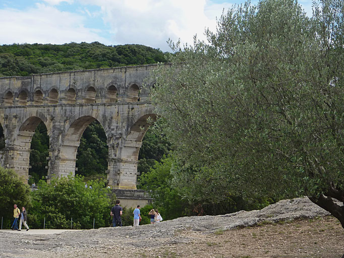L'aqueduc en direction d'Uzès