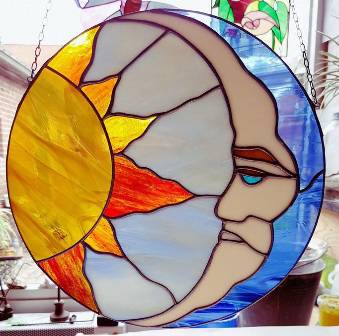 Glas in lood raamhanger Zon en Maan