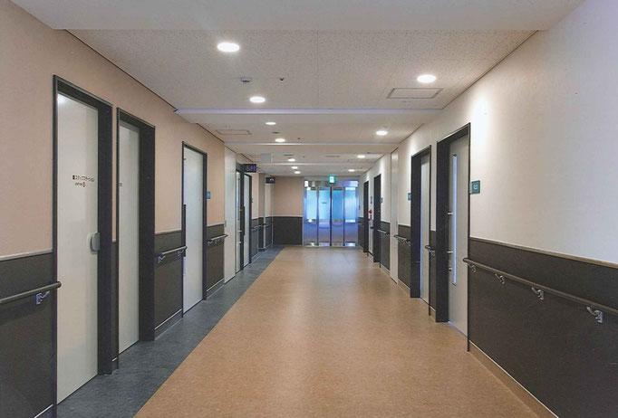 病室前廊下