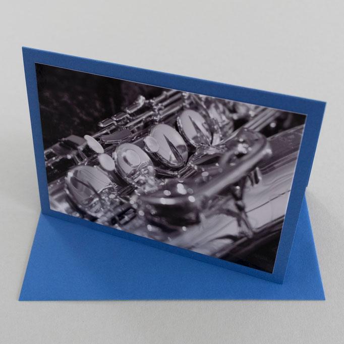 "Motiv: ""Tenor-Saxophon"", 9 cm x 13 cm - Kartenfarbe: Blau"