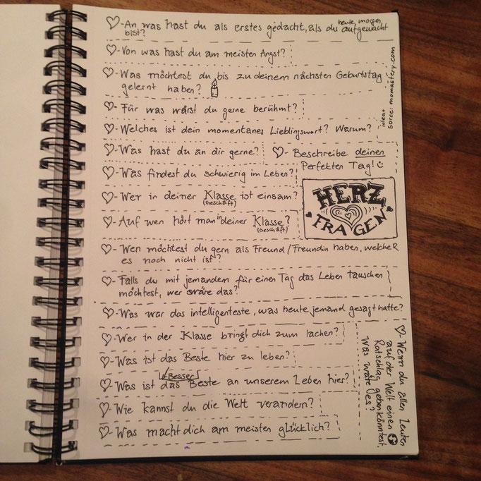 Notieren Herz-Fragen auf ein Papier