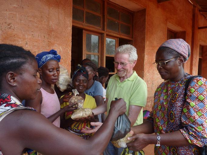 Sr. Marie-Thérèse und Dr. Josef Steininger zu Besuch in Vunda 2014