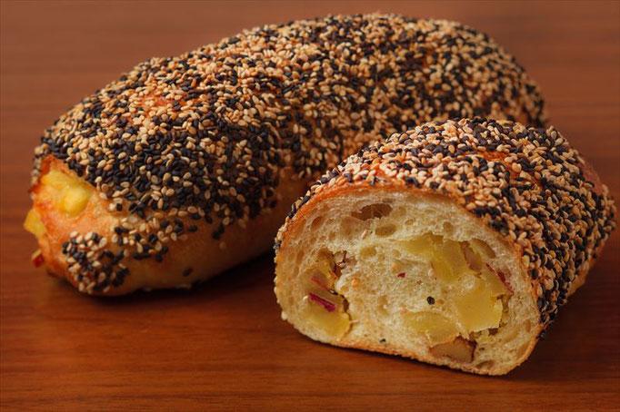 さつま芋とくる実のフランスパン