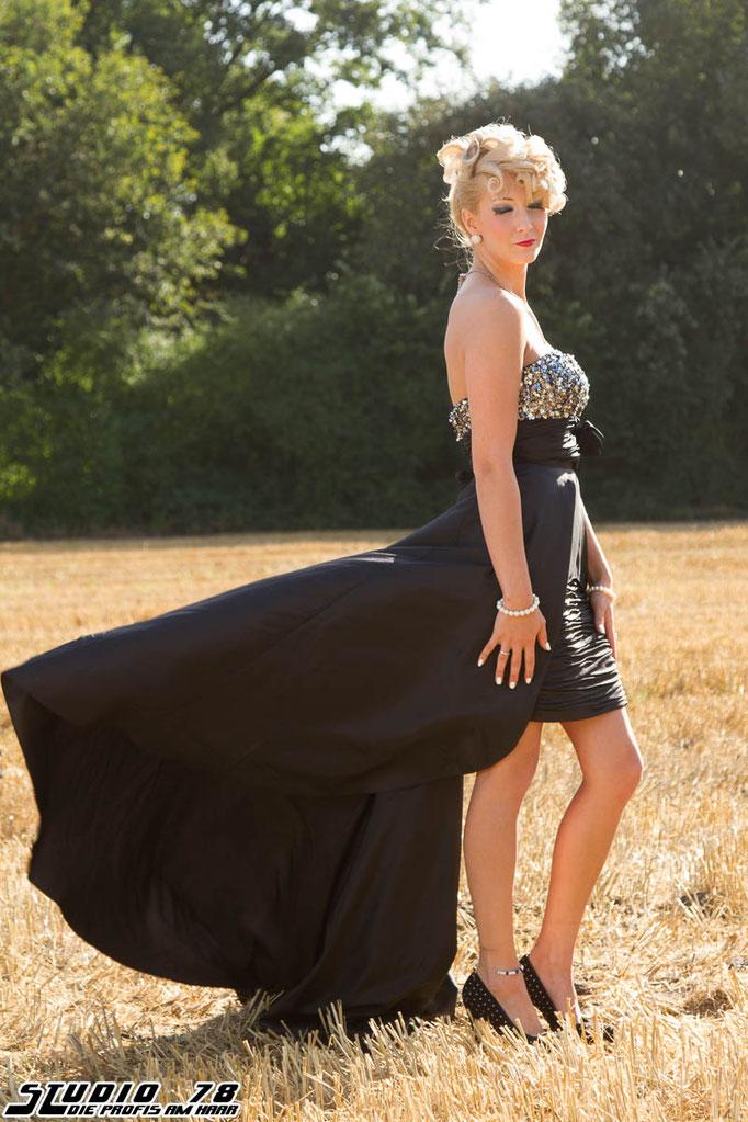 Steckfrisur Hochsteckfrisur schwarzes Kleid Abendmode