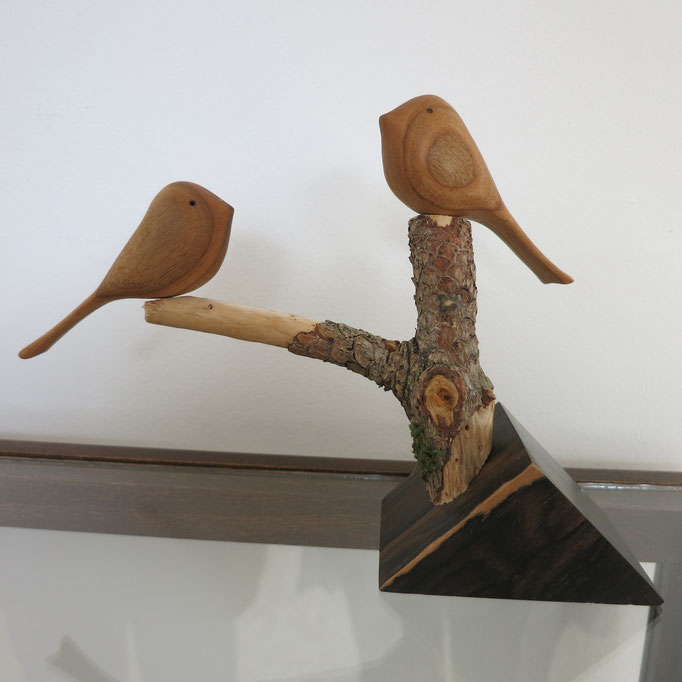 oiseaux en merisier - socle en ziricote - 40 €