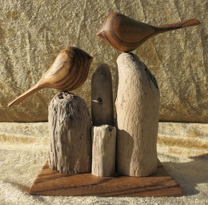 Oiseaux et socle en zébrano, sur bois flotté - 40 €