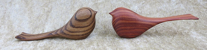 Oiseau en zébrano (gauche) : 40 € / en bois de rose du Mozambique (droit) : 45 €