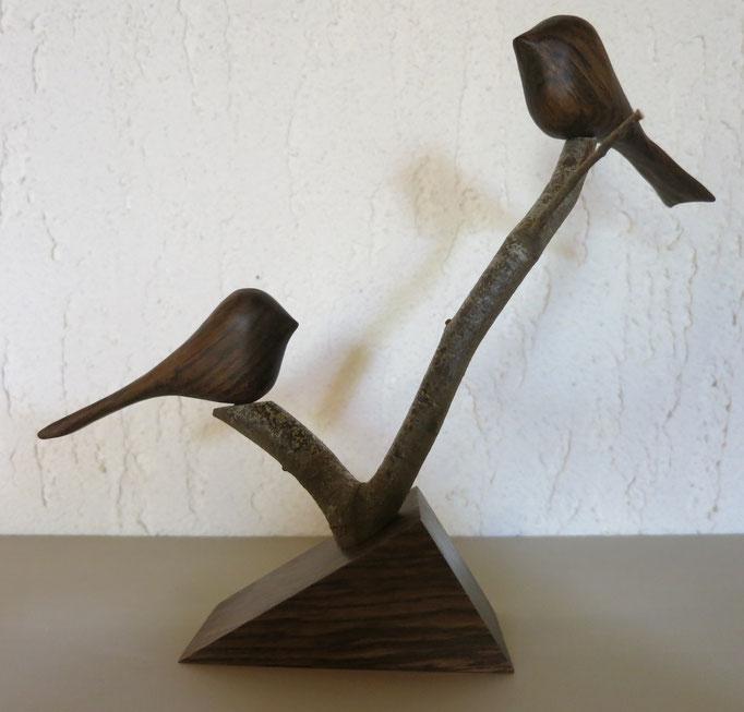 Oiseaux et socle en bois de sandal - 40 €