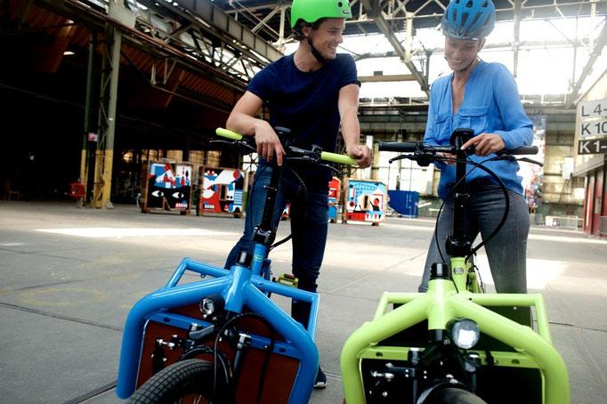 Cargo e-Bike in grün und blau