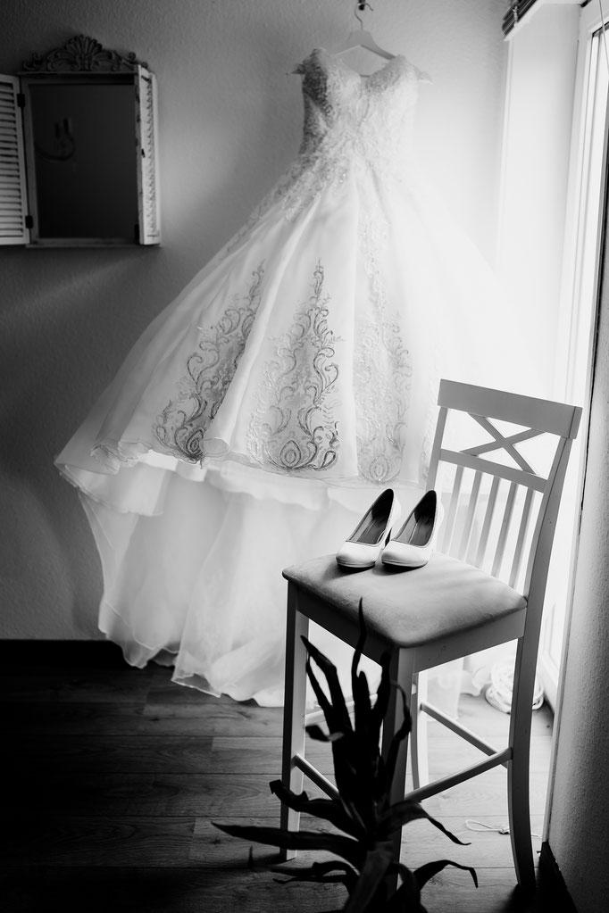 Schuhe, Brautschuhe, Stuhl, Fensterlicht, fertig machen, getting ready, Standesamtliche Trauung