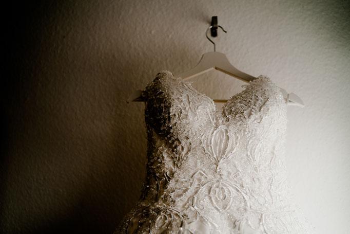 Brautkleid, getting ready, bremen, oyten, kleiderbügel, fenster