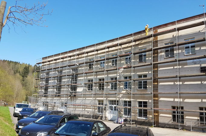 Gerüstbau Martin in 09579 Grünhainichen - Gerüst für einen neuen Fassadenanstrich