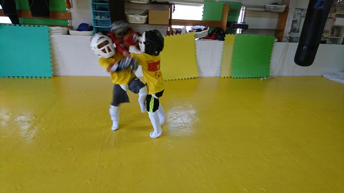 奈良県奈良市でキックボクシングの練習をしているteamYAMATO奈良新大宮支部です。