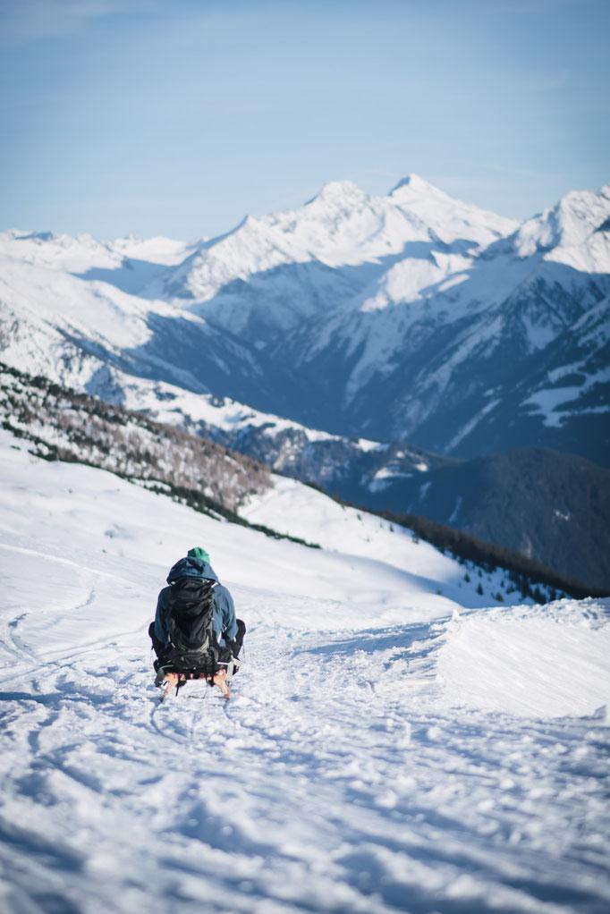 die schönsten Naturrodelbahnen in Tirol: Rodelbahn Rastkogelhütte - Zillertal, Zillertaler Höhenstraße #rodelbahn #tirol #alpen #tuxeralpen #zillertal #mountainhideaways