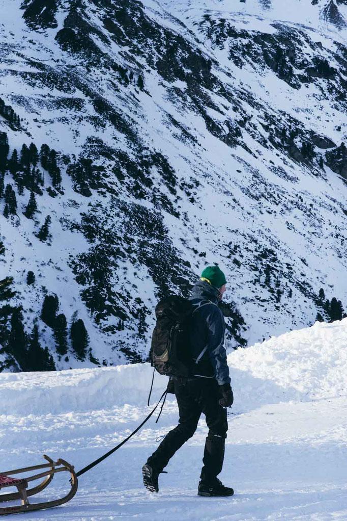 die schönsten Naturrodelbahnen in Tirol: Rodelbahn Mölstal, Wattener Lizum #rodelbahn #tirol #alpen #familienrodelbahn #rodelnmitkinder #mountainhideaways