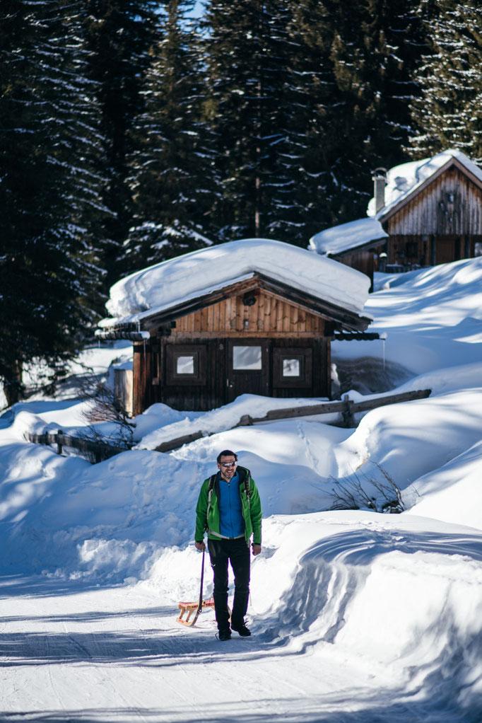 die schönsten Naturrodelbahnen in Tirol: Rodelbahn Loas, Pillberg  #rodelbahn #naturrodelbahn #familienrodelbahn #rodelnmitkindern #winterwandern #tirol #alpen #tuxeralpen #mountainhideaways