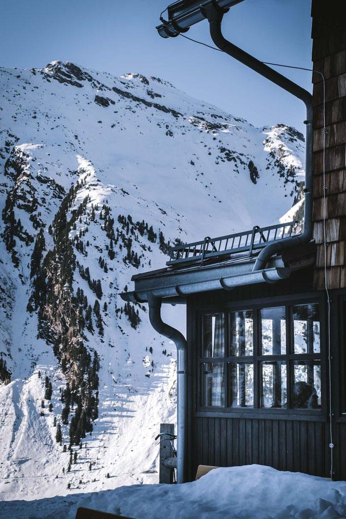 die schönsten Naturrodelbahnen in Tirol: Weidener Hütte, Weerberg  #rodelbahn #naturrodelbahn #winterwandern #tirol #alpen #tuxeralpen #mountainhideaways