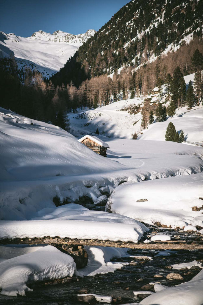 die schönsten Naturrodelbahnen in Tirol: Schweinfurter Hütte, Larstigalm, Horlachtal - Ötztal  #rodeln #rodelbahn #winterwandern #tirol #alpen #stubaieralpen #ötztal #mountainhideaways