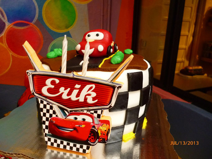 PASTEL DE FONDANT  CARS RAYO MC QUEEEN