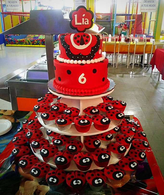 torre de cupcakes ladybug