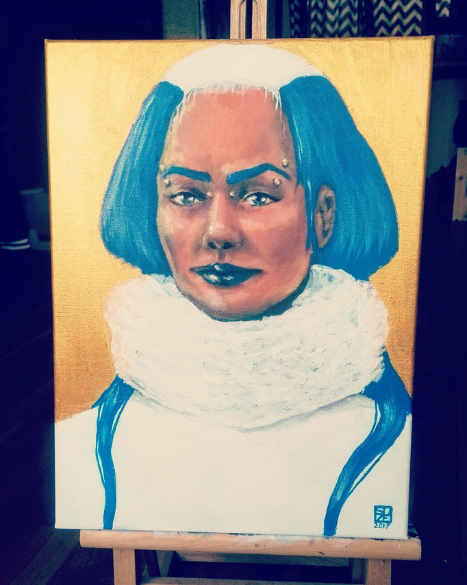 Blue Queen in white and gold