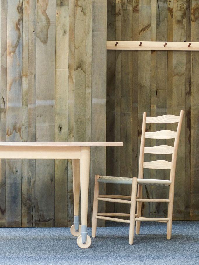worktable und Sprossenstuhl weiter vereinfacht